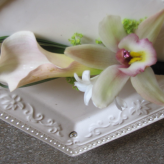 Boutonniere-calla w/orchid bloom